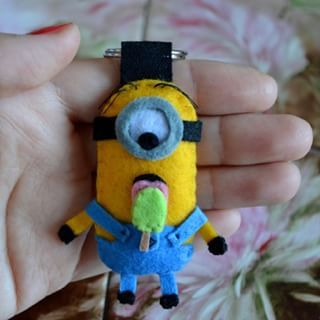 Felt Minion ♡  #IFeltGood #felt #feltro #feltros #filz #handmade #diy #love #kawaii #sewing #artigianato #creativity #craft #crafter #feltcraft #feltwork #crafting #girl #colorful #pannolenci #artesanato #plush #plushie #fall #autumn #november #cagliari #minion