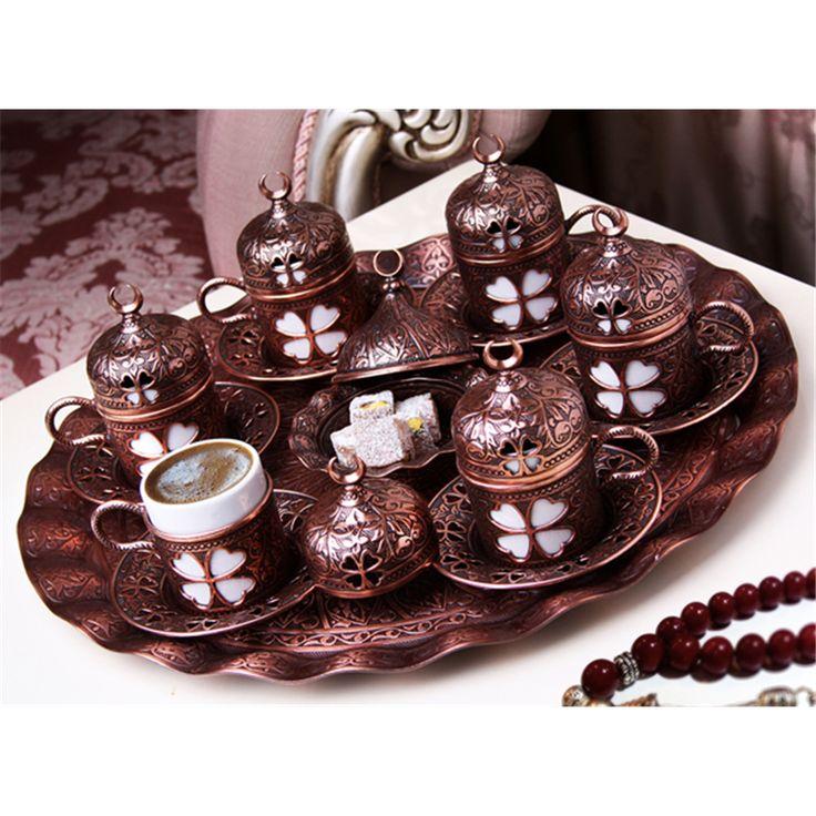Hediyelik Antik Bakır 6'lı Yonca Desenli Kahve Takımı  Ürün Bilgisi ;  Antik bakır renk 6'lı yonca desenli kahve takımı 6 fincan 1 döküm tepsi 1 lokumluk Şık ve zarif bir ürün