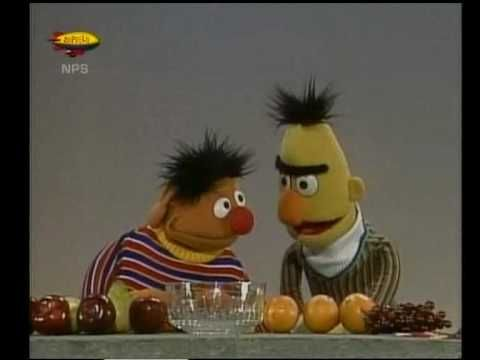 Bert & Ernie - Ernie telt fruit - YouTube