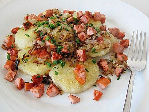 Gebratene Knödel mit Speck und Zwiebeln, ein beliebtes Rezept aus der Kategorie Braten. Bewertungen: 6. Durchschnitt: Ø 3,9.