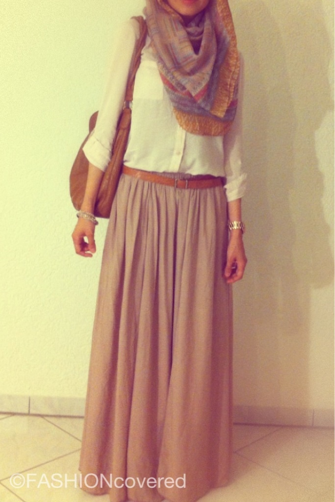 Nude Colors, Beige Skirt, Cream Top, Scarf www.fashioncovered.de