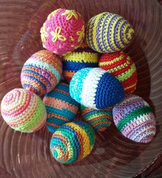 Eieren gehaakt, rond plastic eieren.