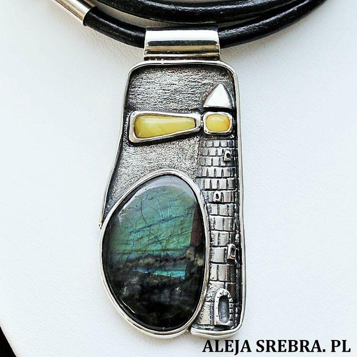 Biżuteria wykonana ręcznie ze srebra, spektrolitu oraz bursztynu. Tytuł pracy latarnik. https://www.alejasrebra.pl/naszyjnik-latarnik-id-239.html