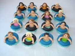 These swimming pool cupcakes would be perfect for a swim class or pool party!