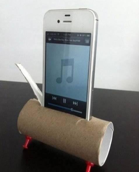 ♠ Amplifier le son d'un smartphone avec un rouleau de papier toilette et 4 épingles ♠