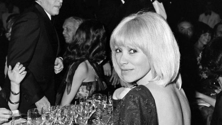 J'ai quelque chose à vous dire… #MireilleDarc (Hommage) https://leschroniquesdecliffhanger.com/2017/08/28/jai-quelque-chose-a-vous-dire-mireille-darc-hommage/