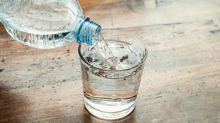 Oletko juonut liian vähän vettä? Helppo testi näyttää! http://www.voice.fi/daami/terveys-ja-hyvinvointi/oletko-juonut-liian-vahan-vetta-helppo-testi-nayttaa-88752