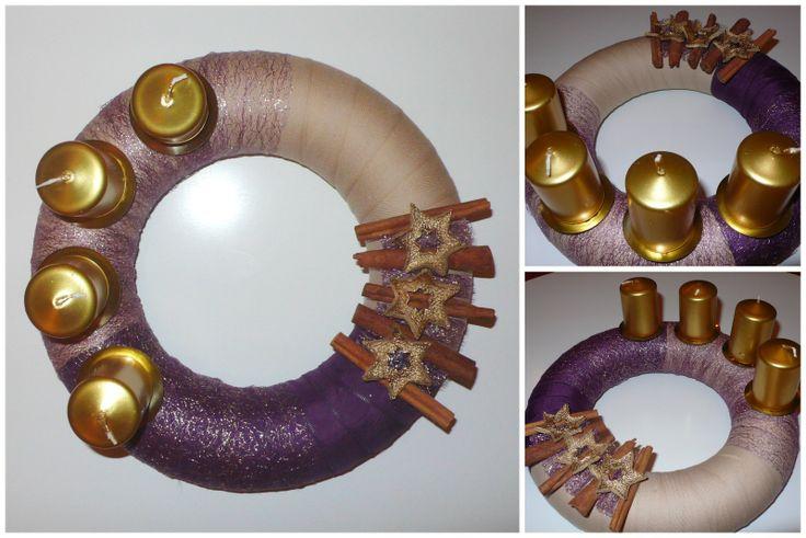 Adventní věnec_velký_zlato-fialový Věnec s vůní skořice v barvách vznešených - fialové a zlaté. Korpus sozdoben textilií, kořením, zlacenou pomerančovou kůrou.