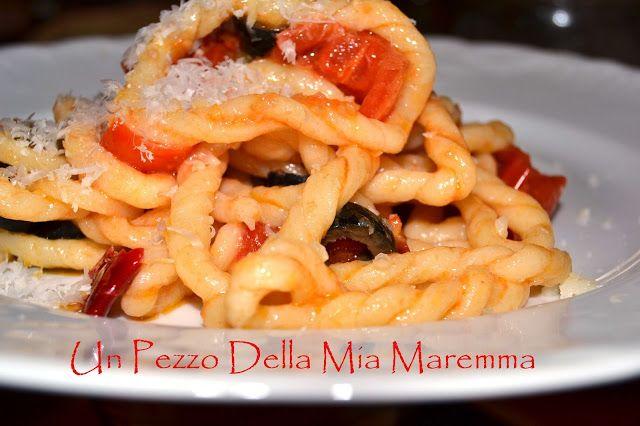 Questa pasta l'ho vista nel blog di Giuseppe Capano,qui, io ci vado spesso, mi piacciono le sue ricette è una fonte di idee per una vegetariana. Unapasta, questa, dal nome non proprio facile, lorighittas, a lui l'hanno mandata dalla sardegna,…