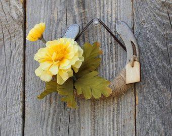 Herradura de resorte decorado con flores amarillas, flores de primavera decoración, tema Western decoración rústica, decoración de la granja, decoración de casa rústica