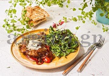 Μπριζολάκια  με βαλσαμικό ξίδι και καραμελωμένα λαχανικά