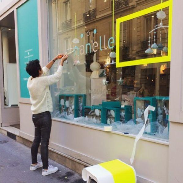 nouvelle vitrine Nanelle, fluo, boutique parisienne, 16ème arrondissement paris, boutique enfant paris, i love paris