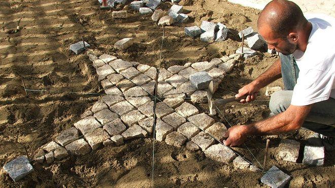 17 meilleures id es propos de pose de pav sur pinterest pose pav paros - Comment poser pave granit ...