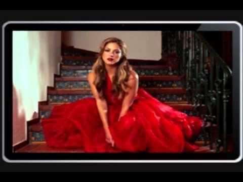 Shakira- Hay Amores (Letra)  Ay mi bien ...que no haría yo por ti.... Un segundo... Ay amores que se vuelven resistentes con los años.. El amor que siento yo por ti.... No te olvides... Tantos recuerdo de ti... Ay amores ... Yo por tiiiii...
