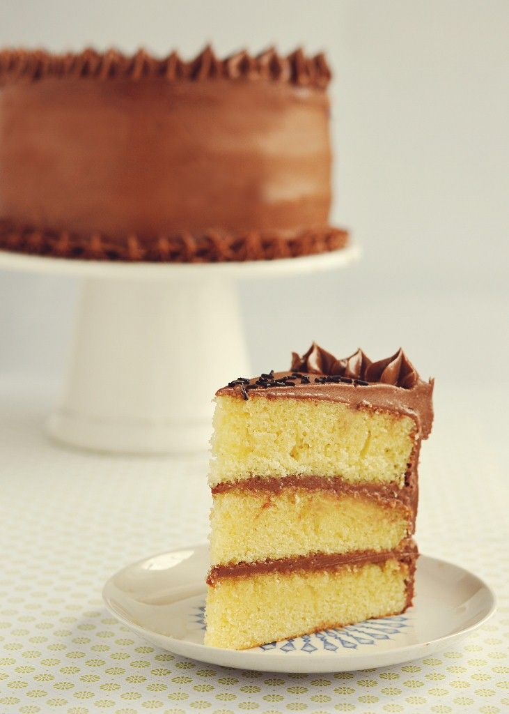 Vanilla Buttermilk Cake with Instant Fudge Frosting ~ a good basic yellow cake and chocolate frosting from Sweetapolita