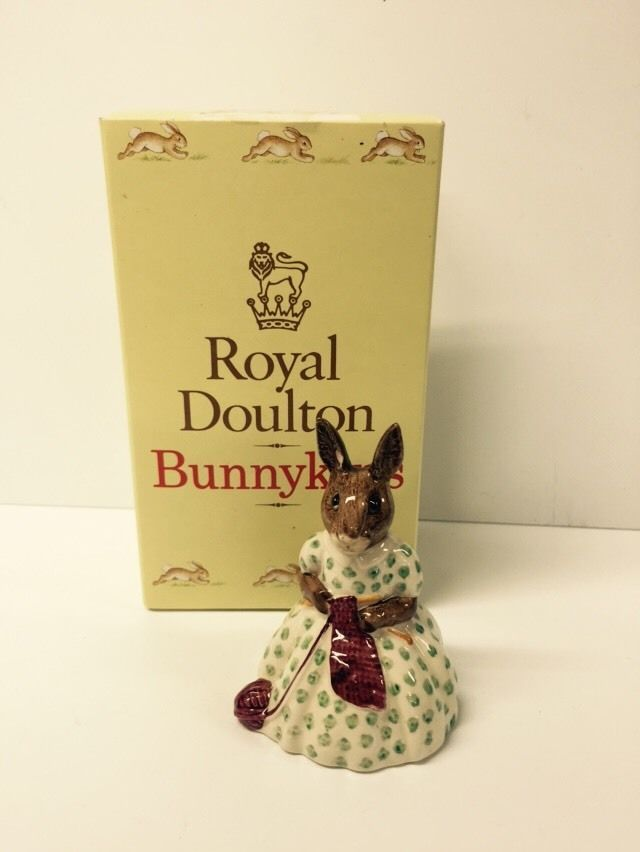 BEAUTIFUL VINTAGE  BUSY NEEDLES  BUNNYKINS BY ROYAL DOULTON DB10 ISSUED 1974