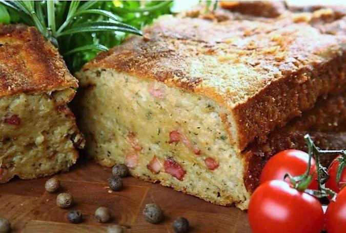 Картофельный пирог также называют картофельным супом. Это блюдо готовится на основе сырого картофеля, смешанного с кусочками жареного бекона. Пирог запекается до золотисто-коричневого цвета. Картофельный пирог- это традиционное белорусское блюдо. Правильно з�