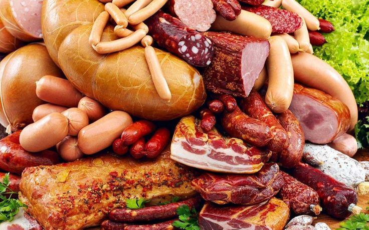 При прогріванні прогріванні м'язові волокна скорочуються і виділяють велику частину води, що міститься в них. У результаті м'ясо значно зменшується у вазі. Це залежить від виду м'яса і способу його приготування, а також виду кулінарної обробки м'яса.