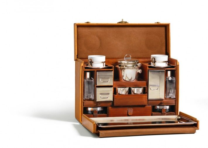 [Tea-Case of the Maharaja of Baroda, 1926, © Louis Vuitton/Patrick Gries]