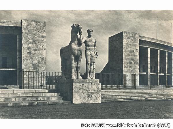 SkulpturReichs-Sportfeld, Olympische Str., 14052 Berlin - Westend (1936)