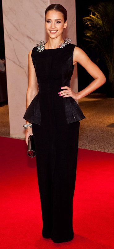 Who made Jessica Alba's black dress and clutch that she wore to the White House Correspondents' Association Dinner in Washington D.C. on May 1, 2010?