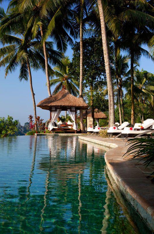 Bali hotels : Pool at the Viceroy Bali hotel, in Petanu - very nice Bale by the pool. // Piscine de l'hôtel Viceroy Bali à Petanu - très joli Balé près de la piscine.