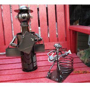 Idéal comme cadeau d'hôtesse -  - Porte-bouteille de vin et bière en métal fait à la main. À partir de 19.95 $ -- Centre de Jardinage Granby