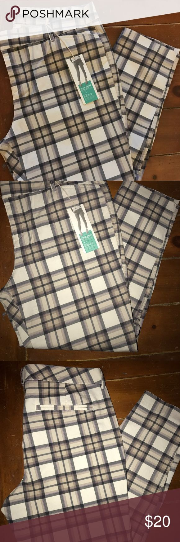 Old Navy Pixie Chino Ankle Length Pants Brand new with tags. Inseam is 25 inches. Old Navy Pants Ankle & Cropped