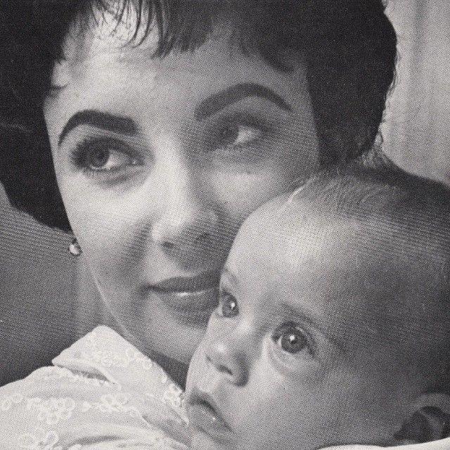 Elizabeth with her son Michael Wilding Jr., 1953. #elizabethtaylor #michaelwildingjr #50s #classic #family #beauty #vintage #oldhollywood #love
