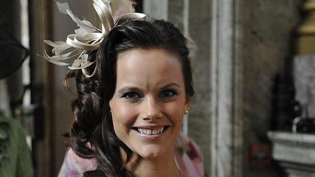 La novia de Carlos Felipe de Suecia aparece en el bautizo de la Princesa Estelle - ABC.es