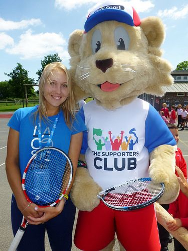 Elena Vesnina with The Supporters Cub | by StarCards