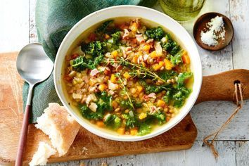 Quick lentil, bacon and kale soup