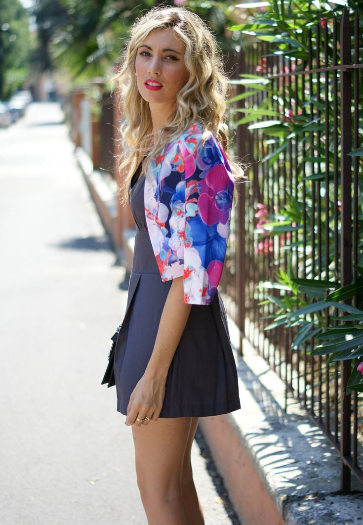 http://stylelovely.com/themidniteblues/2014/07/18/floral-jacket/, floral jacket, quiz clothing, romper, jumpsuit, topshop, finsk, curls, peinado, hairdo, make up, moda, estilo, street style, fashion, fashion blogger, blog de moda, model, blonde, carry bradshaw,m style, look, outfit, wiw, how to wear, italy, barcelona, mono, mercedes maya