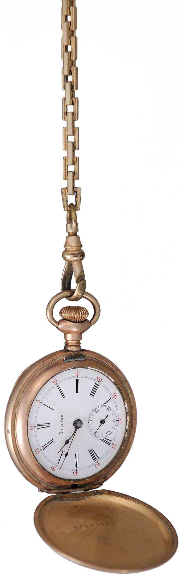 Foto gratis de un reloj antiguo con cadena > http://imagenesgratis.eu/imagen-gratis-de-un-reloj-antiguo/