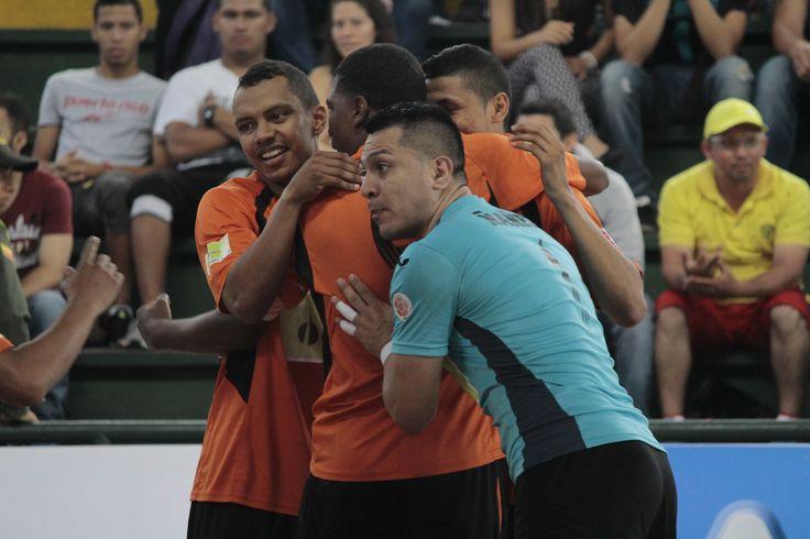 Club Lyon celebra su paso a la gran final de la Liga Argos Futsal.