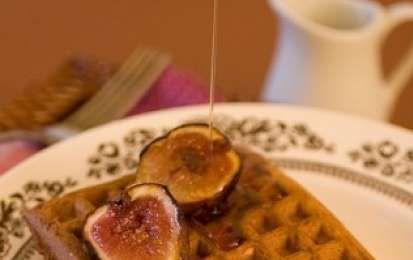 Fichi caramellati - Oggi vediamo insieme la ricetta per preparare dei favolosi fichi caramellati, dessert alla frutta che metteremo in dei vasetti in modo da poterli gustare tutto l'anno.