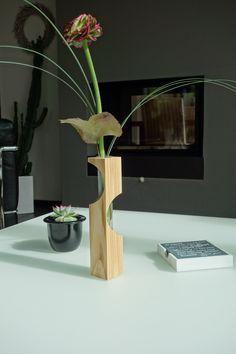 Dekorative #Holzvase aus Esche. #wirliebenholz #holz #accessoires #inneneinrichtung #shop