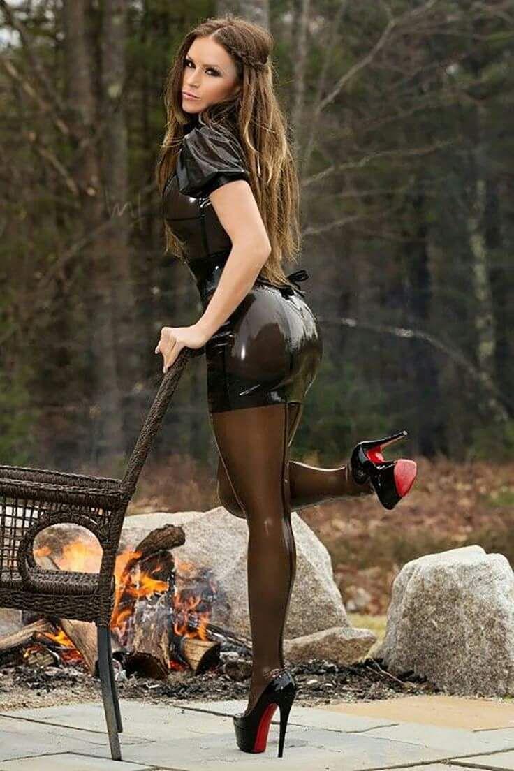Cyrus shaking sexy russian girls high heels