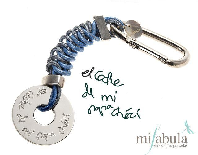 Un llavero para papá con la letra del pequeño de la casa. www.mifabula.com