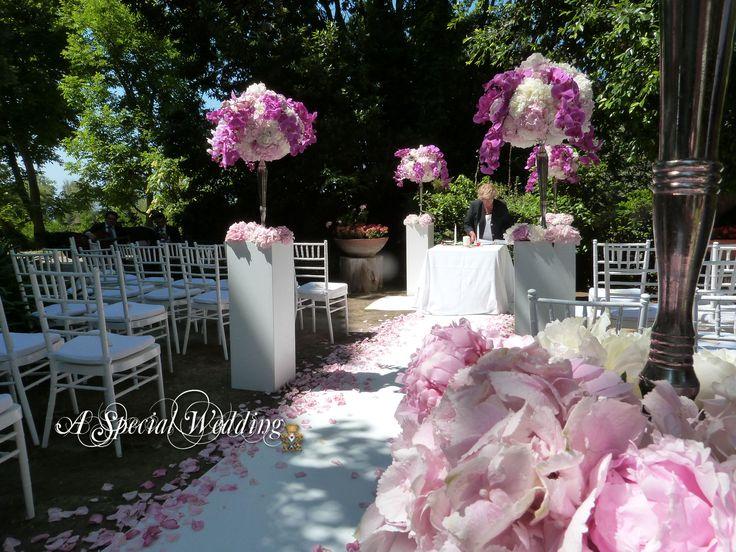 Giardino del Museo allestito con le tonalità del rosa