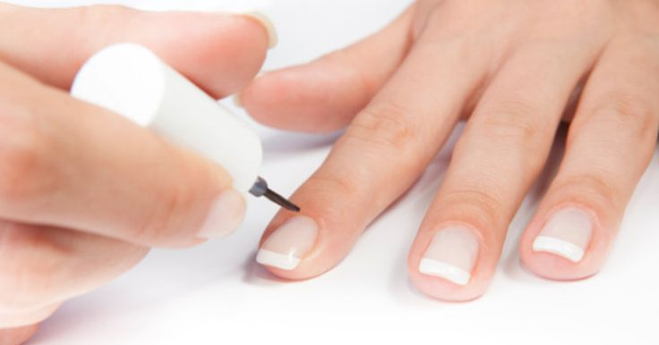 Sie zählen zu den beliebtesten Nageldesigns: French Nails mit weißen Spitzen wirken gepflegt und natürlich und lassen sich außerdem leicht selber machen. Hier lesen Sie die Anleitung wie es geht.
