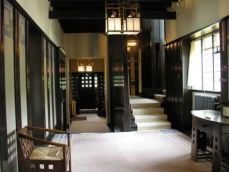 Foyer @W Hill House designed by Charles Rennie Mackintosh. I love how expressionistic the strong lines are, and the overall arts and crafts feel