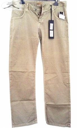 5 darab férfi hosszú nyári-átmeneti nadrág. 2 darab 32-es, 1 darab 31-es, 2 darab 30-as méretben a csomagban.