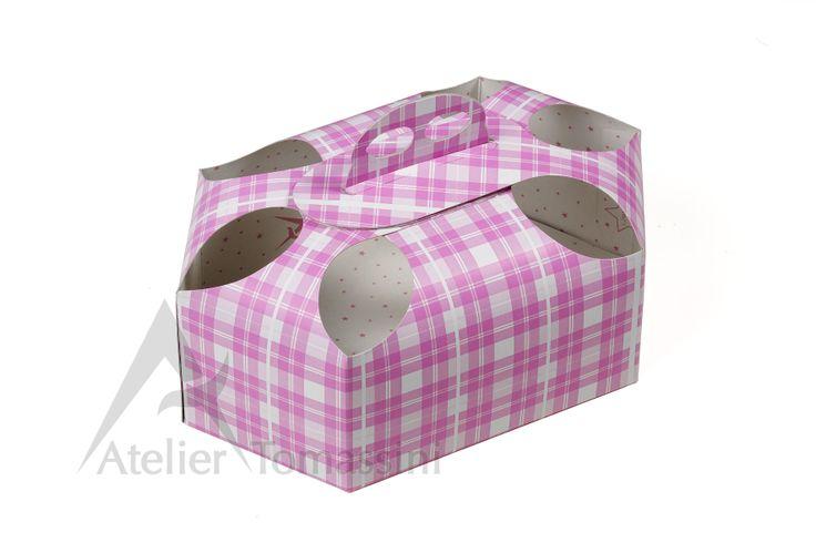 Porta colomba esagonale con  fori. #colomba #packaging #ateliertomassini #portatorte #pasticceria #scatola #pastry #bakery #design #politenata #politenate #imballaggio #bakery #PE-protect