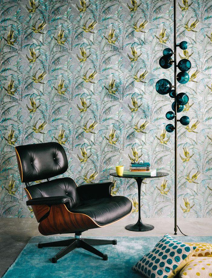Charles et Ray Eames Lounge Chair ; Sunbird by Matthew Williamson wallpaper ; Eero Saarinen table ;
