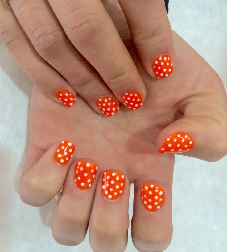#polkadot #nails #Naranjo #BOM #BeautyOnTheMove