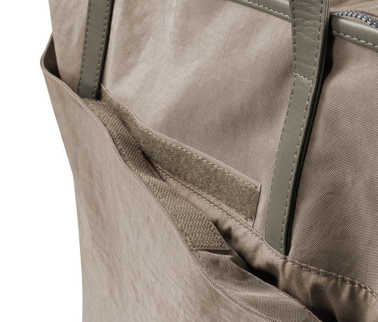 799 Kč S touto taškou z odolného materiálu budete mít na cestách nebo při nakupování po ruce vždy vše, co potřebujete.