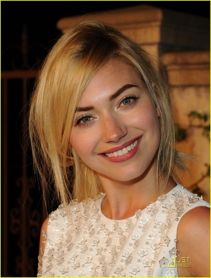 Imogen Poots Supports Miu Miu's 'Muta' | Imogen Poots, Leslie Bibb, Malin Akerman Photos | Just Jared