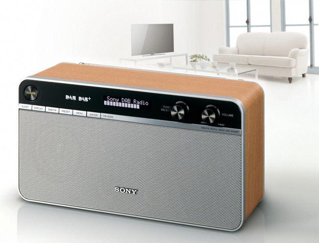 Retro looking radio