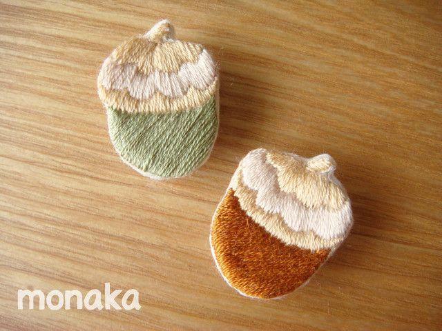 ハンドメイドマーケット minne(ミンネ)| どんぐり刺繍ブローチ/帯留め